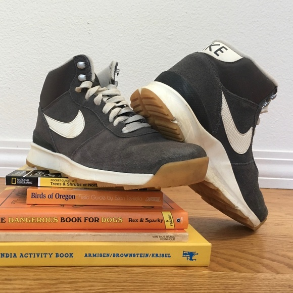cee58cce75816 Nike ACG Shoes   Vintage Nike Wmns Acg Acorra High Top Trail   Poshmark